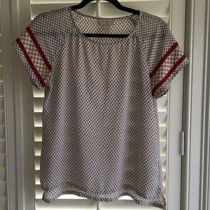 Soft flowy Short sleeve patterned blouse EUC XS
